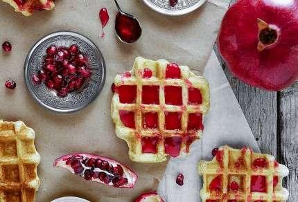 waffle con confettura di melagrane