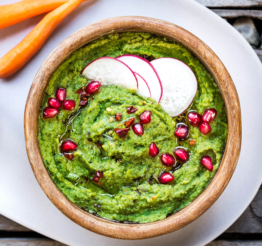 spinach-hummus-with-pomegranate