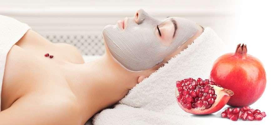 Trattamento di bellezza per la pelle con la melagrana