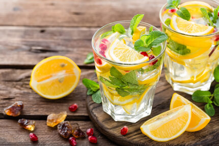 cocktail limone menta e melagrana